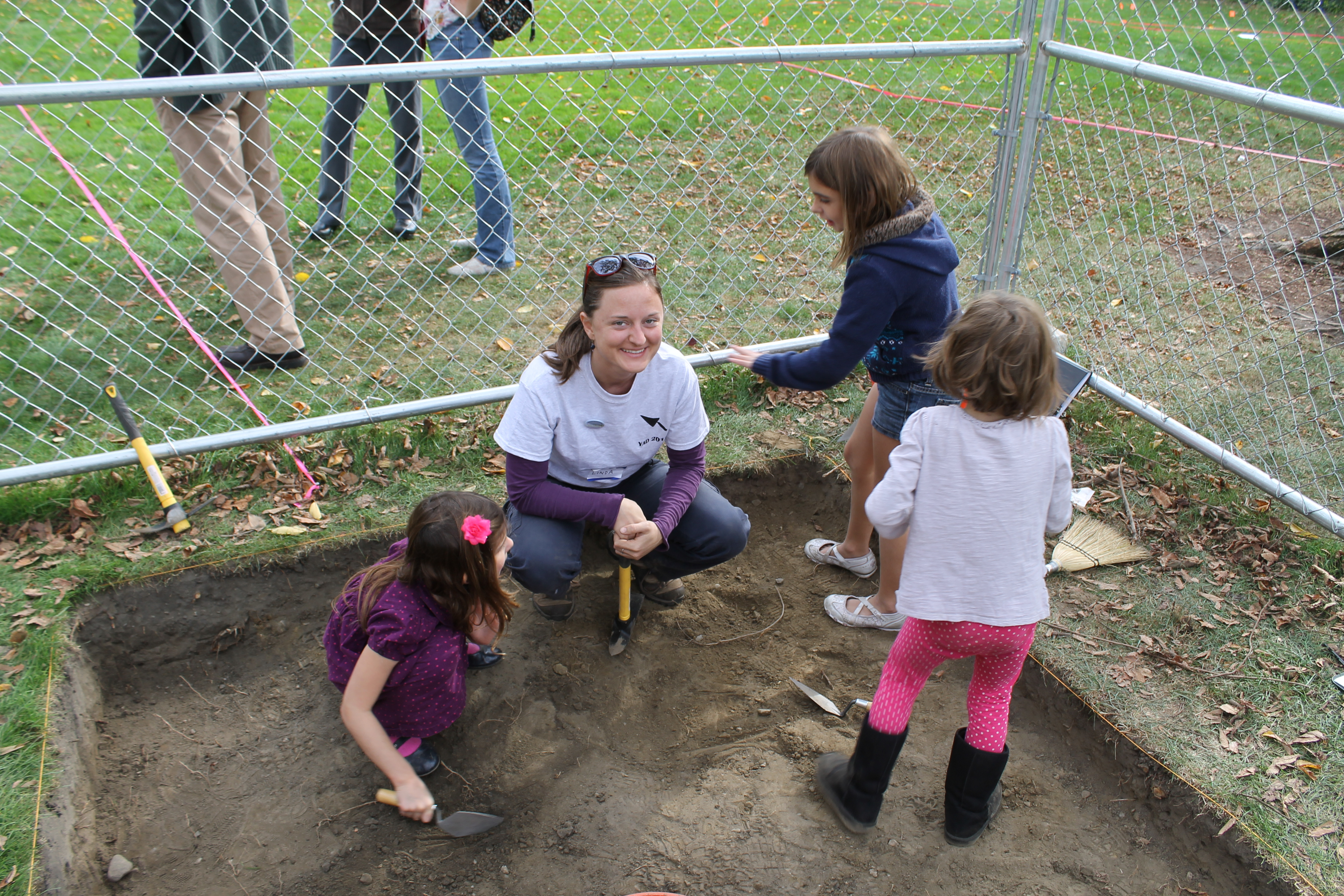 Linda helping some young archaeologists dig in trench 4! (Photo by Andy Dufton)
