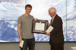 Michael Rowland '15 receives the 2014 Library Innovation Prize from Ned Quist, Associate University Librarian for Research & Outreach Services